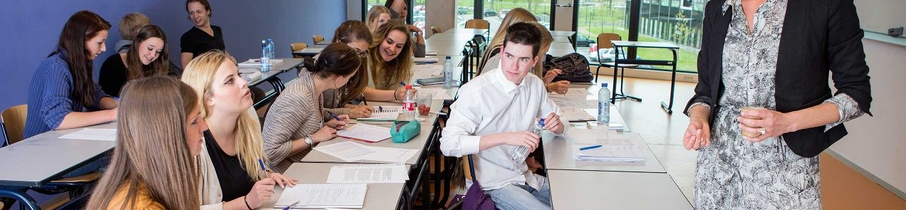 Communicatie studenten werken in de klas