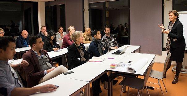 Themasessie Hoe zet je diversiteit in voor de business? door Roeli Pot, werkzaam bij de Rabobank