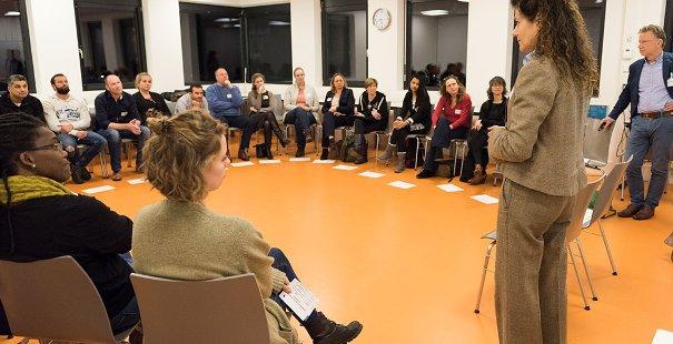 Thera Balvers en Giel de Kimpe leiden de themasessie Ontwapenend communiceren